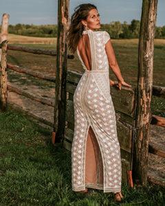 Suknia ślubna odkryte plecy – co warto o niej wiedzieć
