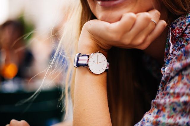 Damski zegarek - jaki model będzie odpowiedni na prezent