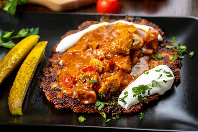 Doskonały placek po węgiersku, czyli pomysł na jesienny obiad